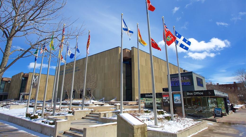 Centre des arts de la Confédération montrant scènes de théâtre