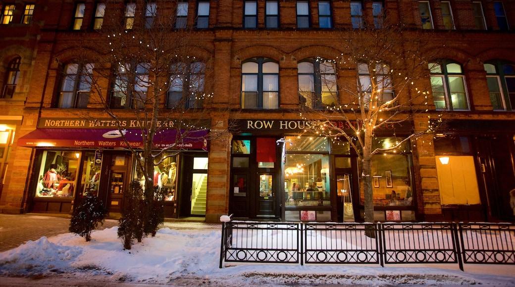 Charlottetown qui includes neige, scènes de nuit et scènes de rue
