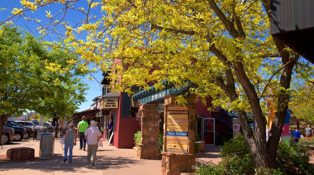 Sedona showing street scenes as well as a small group of people