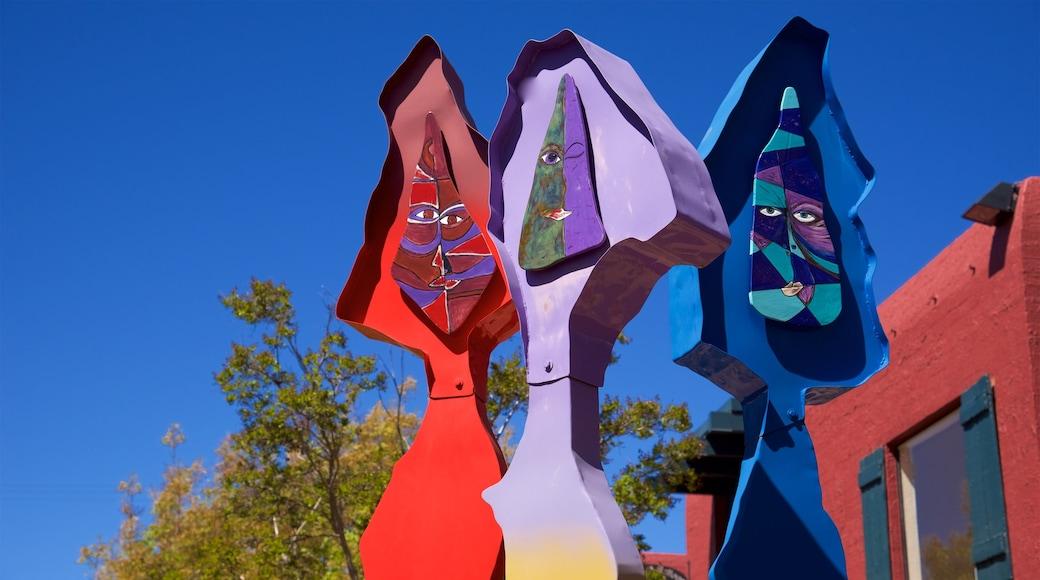 Sedona welches beinhaltet Outdoor-Kunst