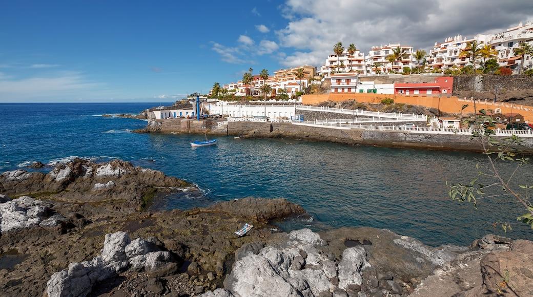 Tenerife og byder på en kystby og barsk kystlinje