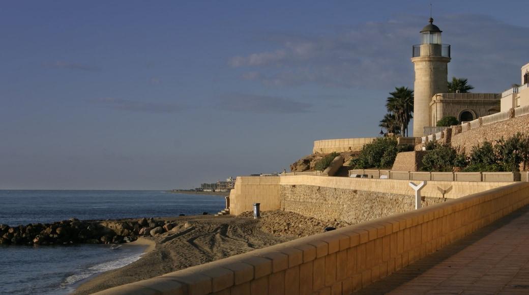 Almería ofreciendo vistas de una costa y una playa de arena