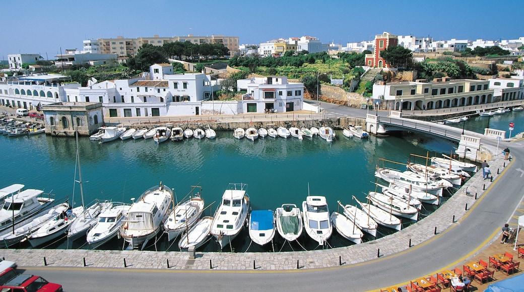 Menorca mostrando un puente, una ciudad y una bahía o un puerto