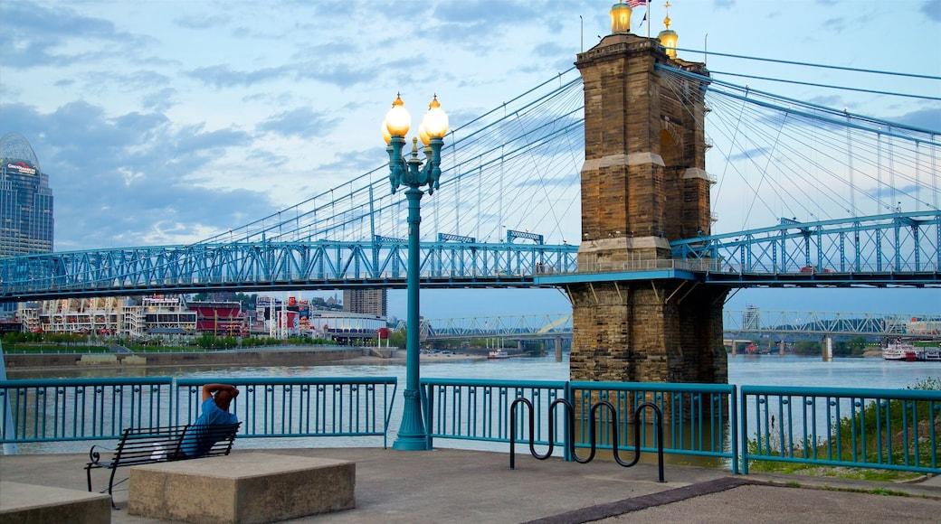 존 A. 로우블링 현수교 을 특징 다리, 강 또는 시내 과 문화유산 요소