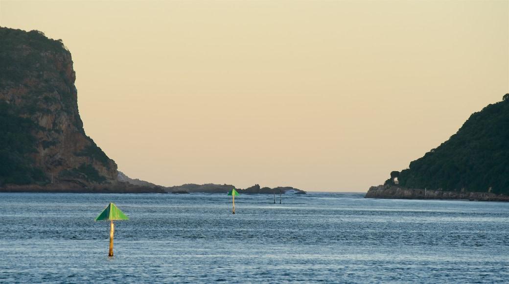Knysna caratteristiche di vista della costa, tramonto e costa frastagliata