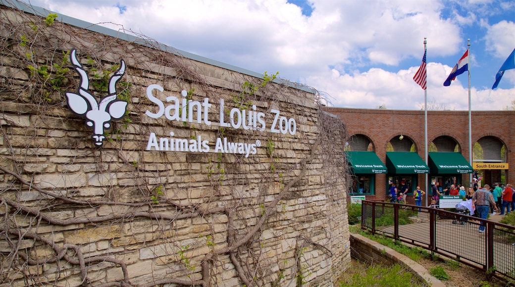 St. Louis Zoo showing zoo animals and signage as well as a small group of people
