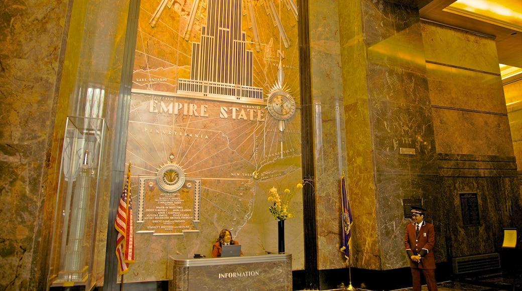 Edificio Empire State mostrando elementos patrimoniales, una ciudad y vista interna