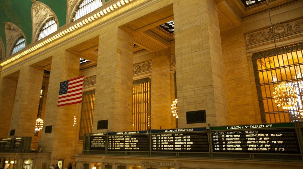 Grand Central jernbanestasjon som inkluderer historisk arkitektur og innendørs