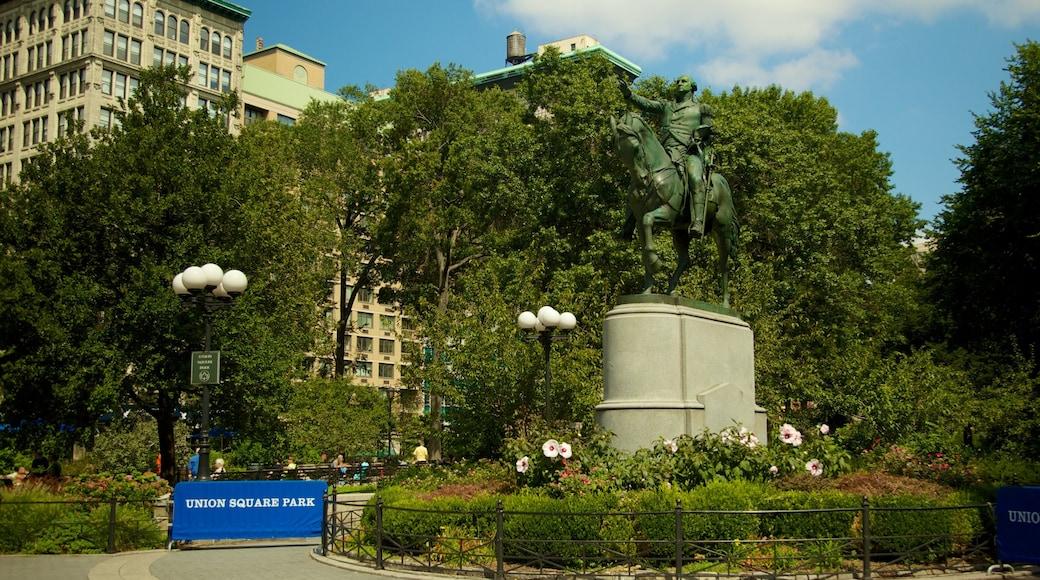 Union Square mostrando giardino, monumento e piazza