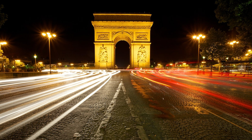 Arc de Triomphe showing street scenes, night scenes and heritage architecture