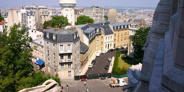 Montmartre which includes a city and views