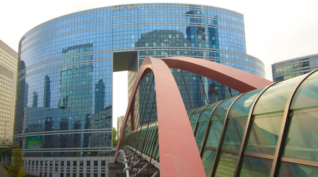 La Defense que inclui uma cidade, arquitetura moderna e cbd