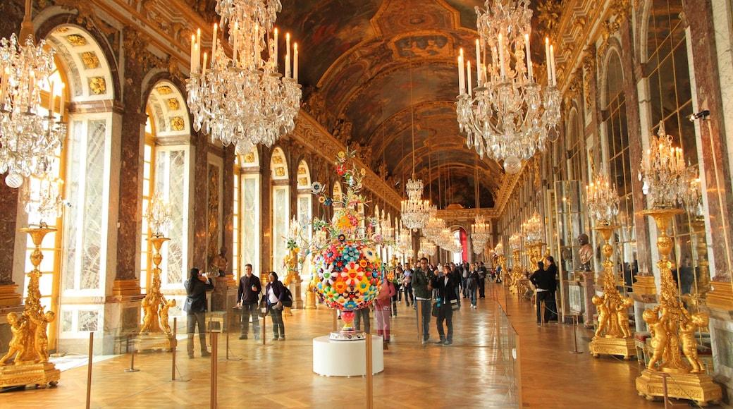 Parijs toont historische architectuur en interieur