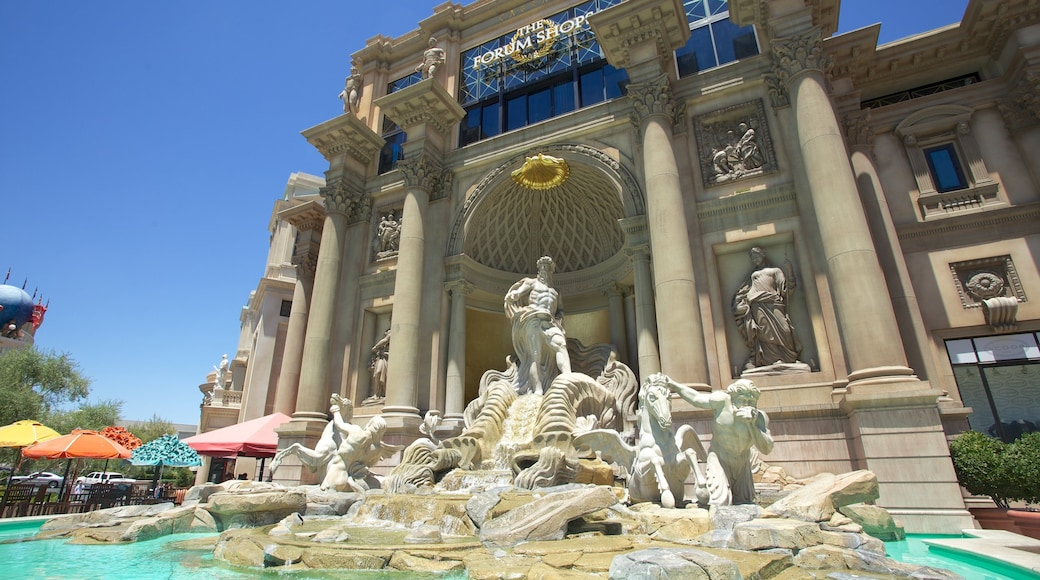 Forum Shops showing a fountain and a statue or sculpture