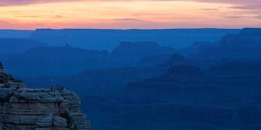 Grand Canyon mostrando montañas, un cañón o garganta y vistas panorámicas