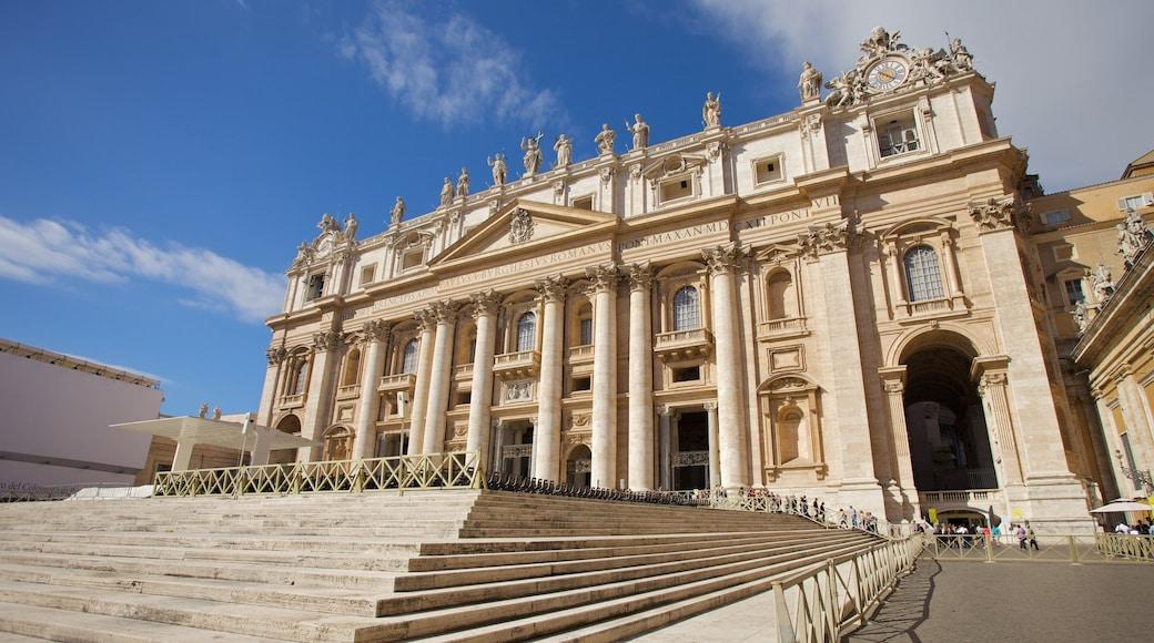 St. Peters basilika som inkluderer torg eller plass, kirke eller katedral og by