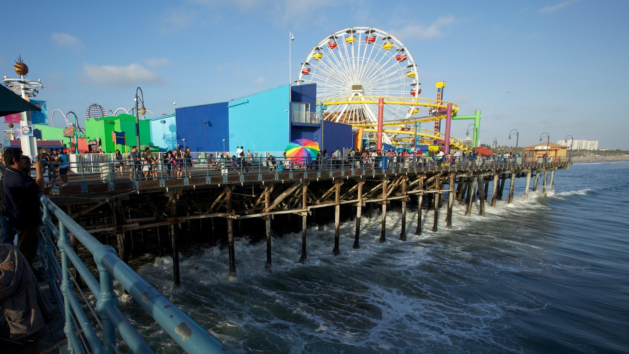 Du hittar kitsch, strandpromenadsatmosfär och karnevalsstämning på denna över hundra år gamla, soldränkta Los Angeles-attraktion.