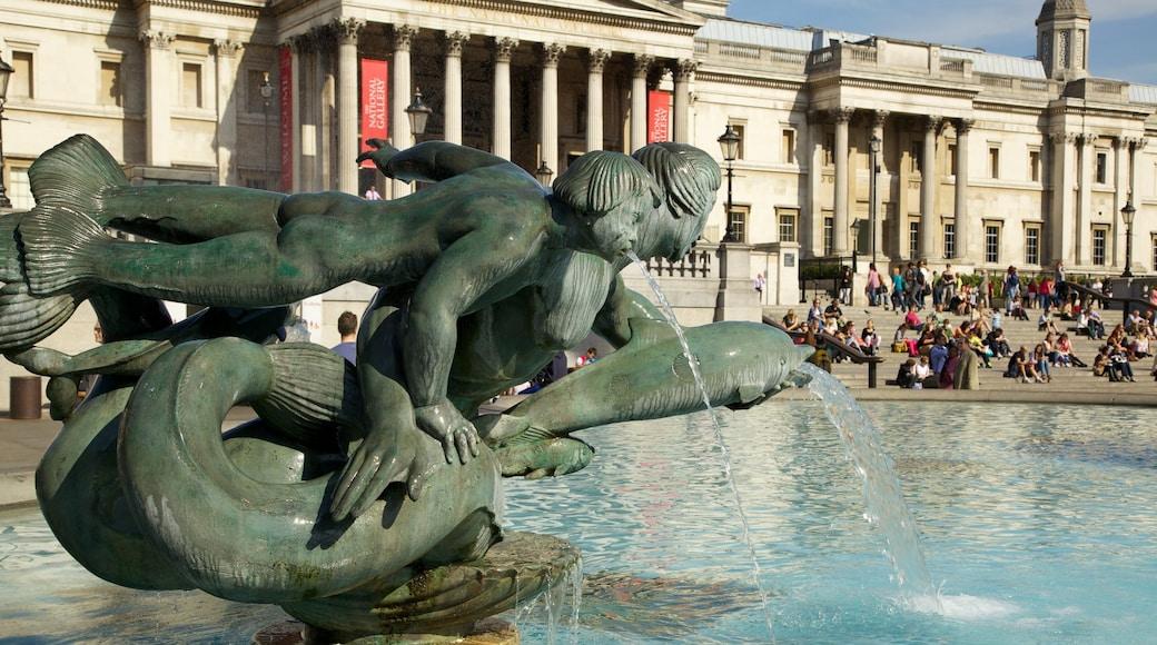 Trafalgar Square ofreciendo una fuente, un parque o plaza y una ciudad