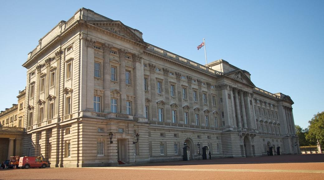 Buckingham Palace fasiliteter samt by, palass og historisk arkitektur