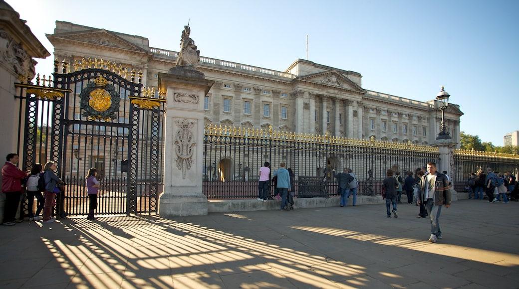 Buckingham Palace fasiliteter samt slott, historisk arkitektur og by
