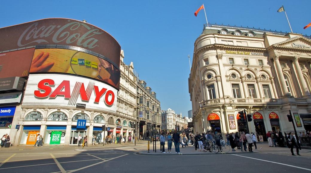 Piccadilly Circus presenterar skyltar, en stad och gatuliv