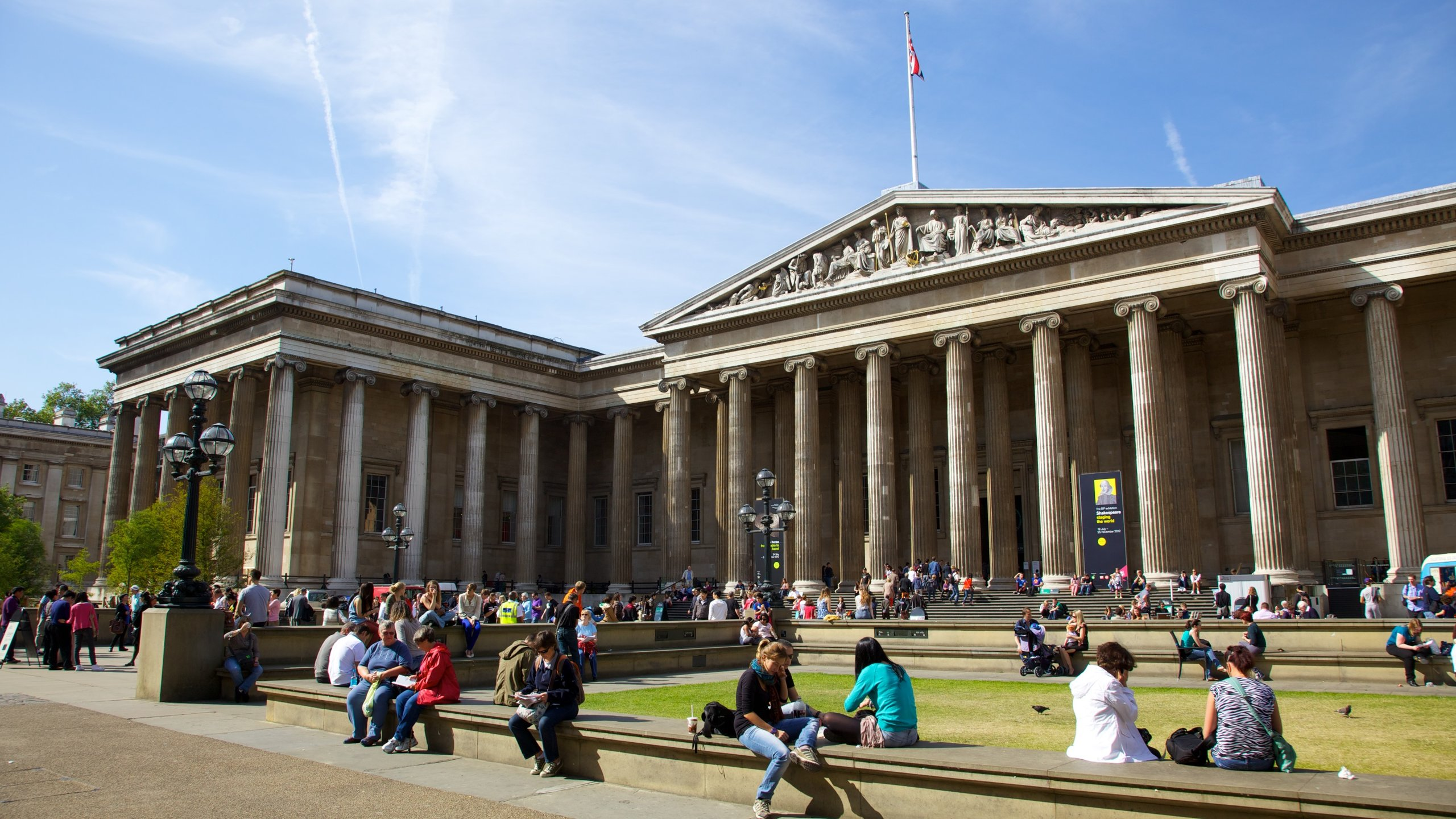 """Storbritanniens äldsta museum skapades ursprungligen som """"en samling av kuriosa"""" men har växt till en skattkammare full av mänsklighetens största bedrifter."""