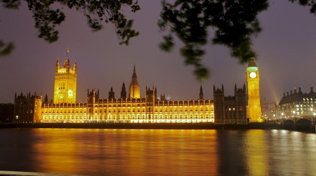 Big Ben ofreciendo palacio, zona de negocios y una ciudad