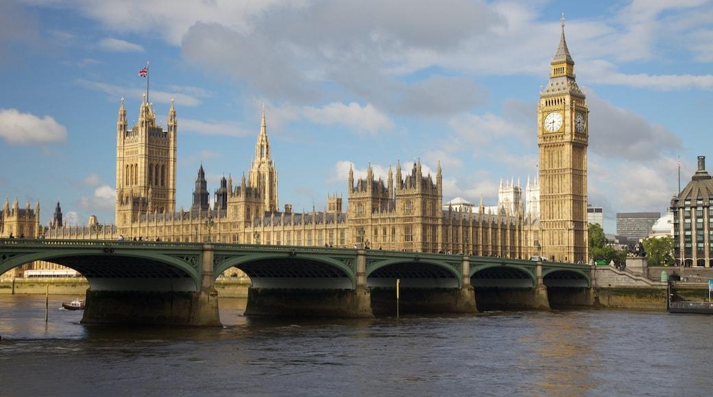 Londres mostrando un puente, una ciudad y arquitectura patrimonial