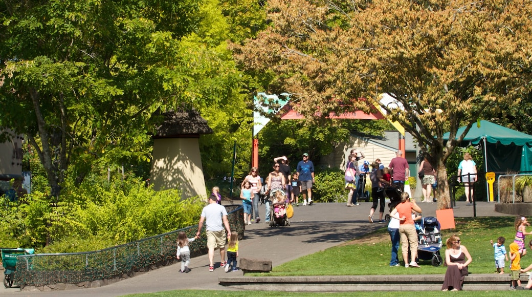 Oregon Zoo showing landscape views and zoo animals as well as a large group of people