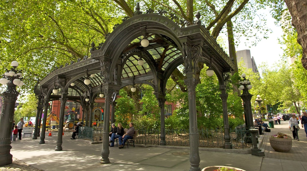 Pioneer Square showing a square or plaza