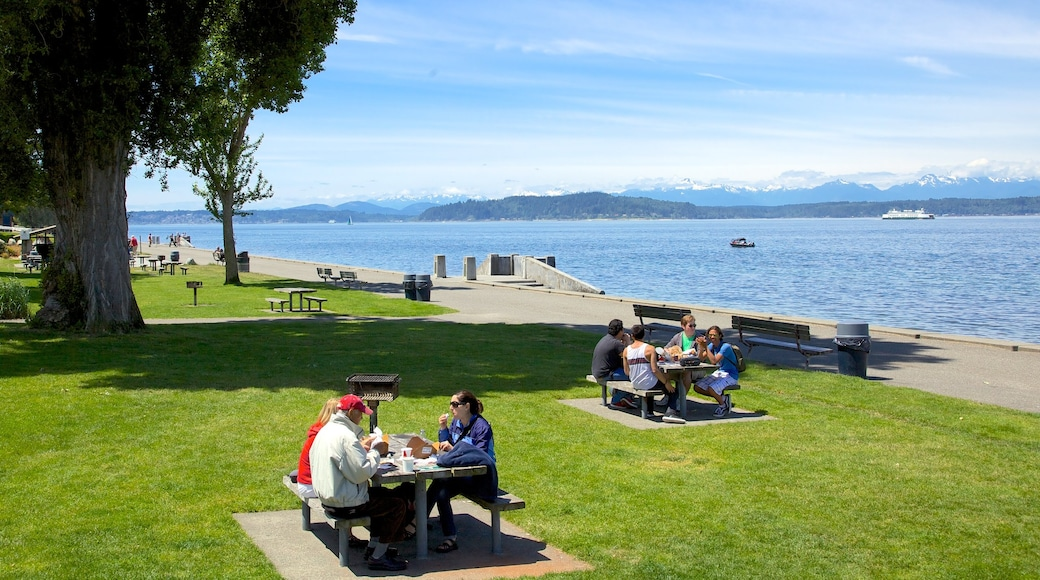 Alki Beach showing a bay or harbour, outdoor eating and a coastal town