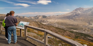 Mount St. Helens showing landscape views, mountains and views