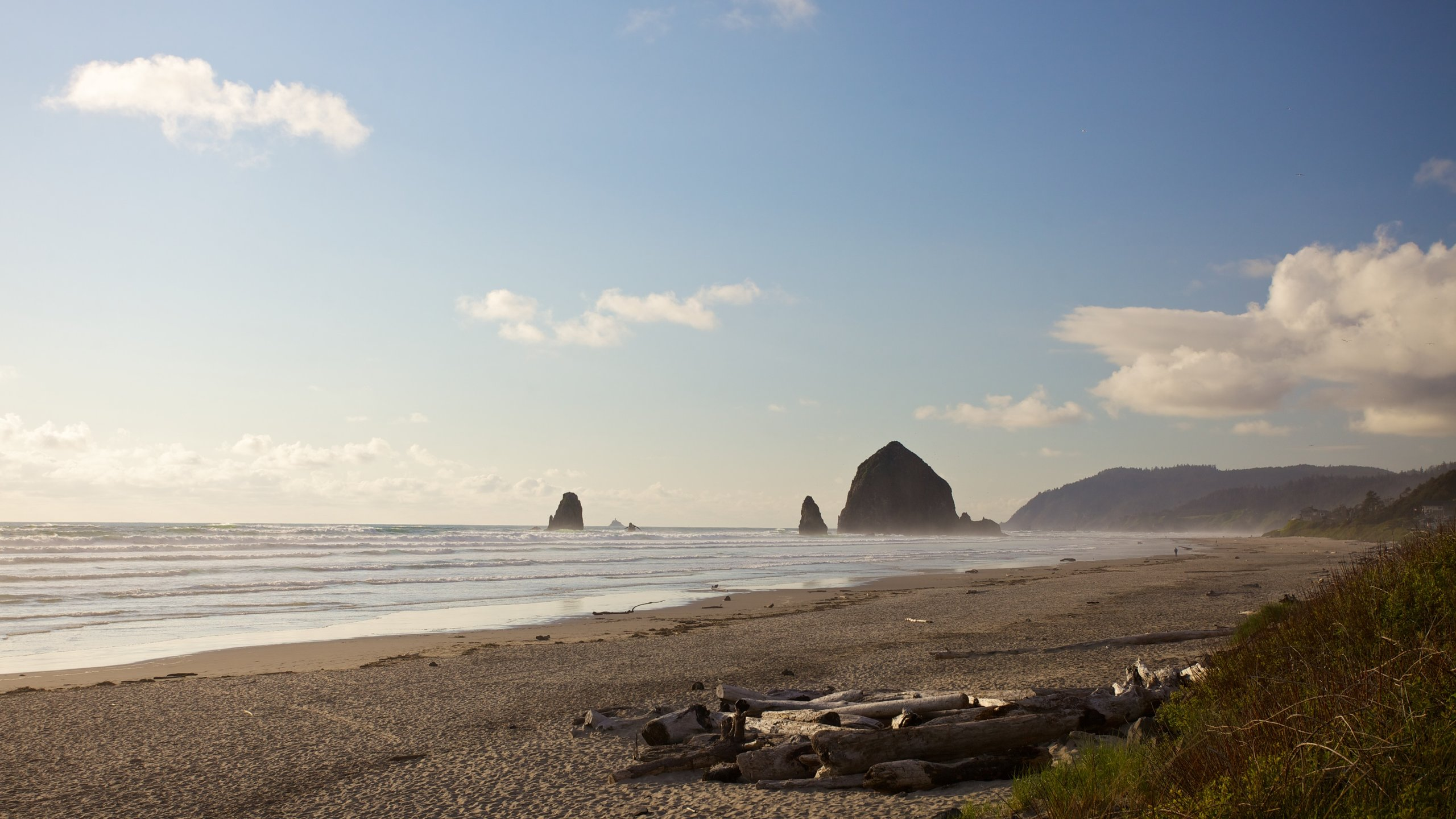 Find out about the history of Cannon Beach when you spend time at Haystack Rock. Wander the beautiful beaches and seaside in this family-friendly area.