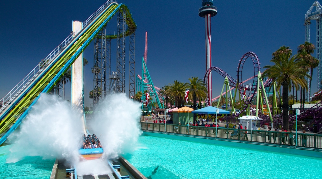 Knott\'s Berry Farm which includes a waterpark and rides