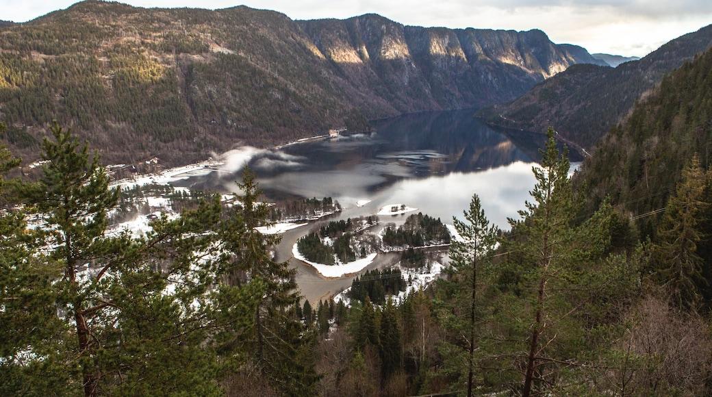 Dalen fasiliteter samt innsjø og fjell