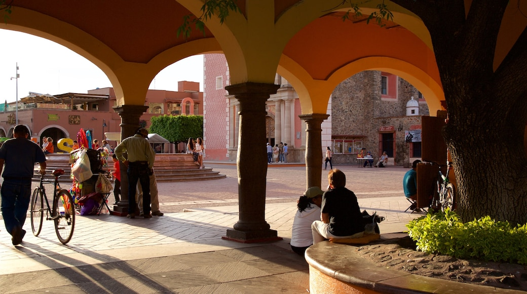 Plaza Miguel Hidalgo showing a sunset