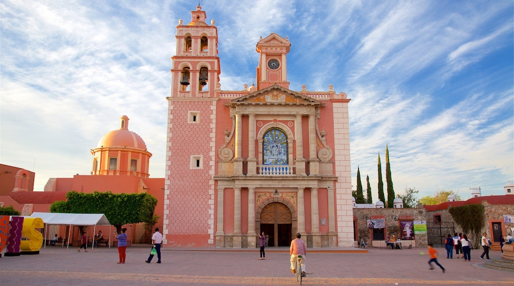Church of Santa Maria showing a square or plaza and heritage architecture