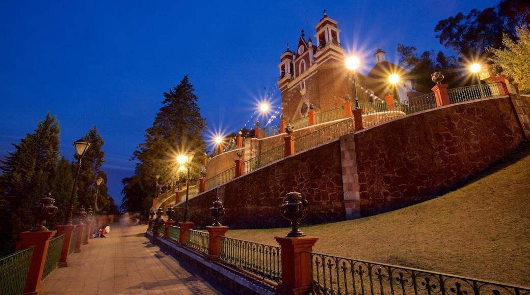 Metepec ofreciendo una iglesia o catedral y escenas nocturnas