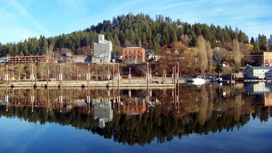 Harrison johon kuuluu rauhalliset maisemat ja järvi tai vesikuoppa