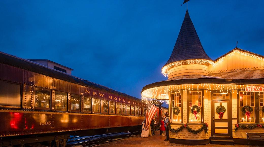 New Hope que inclui itens de ferrovia e cenas noturnas
