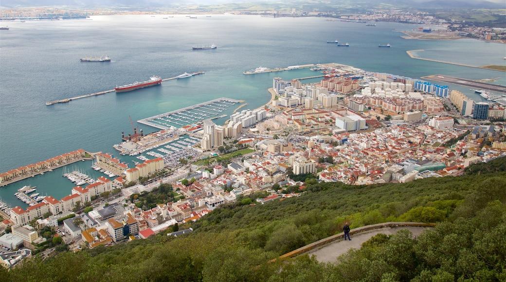 Gibraltarin kallio featuring maisemat ja yleiset rantanäkymät