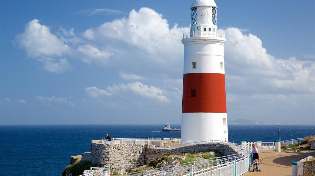 歐洲角燈塔 呈现出 燈塔, 景觀 和 綜覽海岸風景