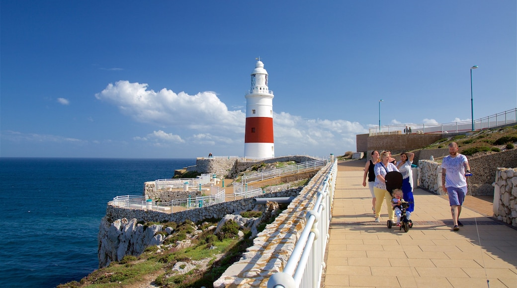 歐洲角燈塔 呈现出 景觀, 崎嶇的海岸線 和 綜覽海岸風景
