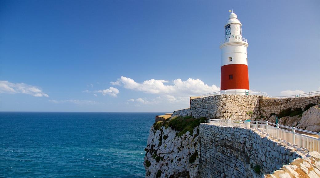 歐洲角燈塔 呈现出 多岩石的海岸線, 綜覽海岸風景 和 景觀