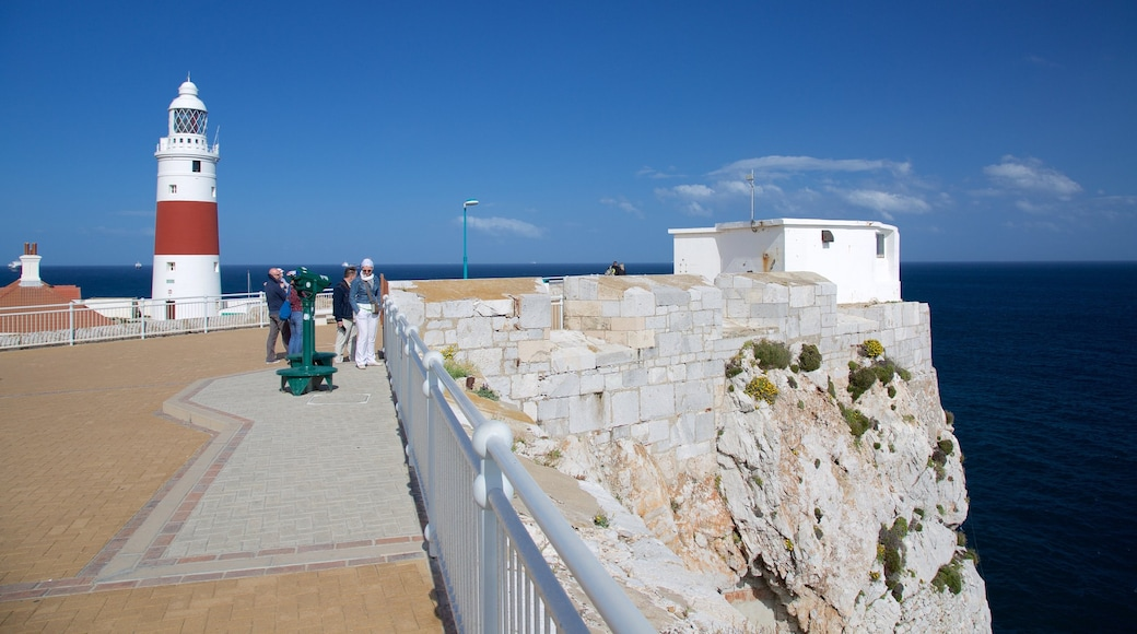 歐洲角燈塔 呈现出 燈塔, 綜覽海岸風景 和 景觀
