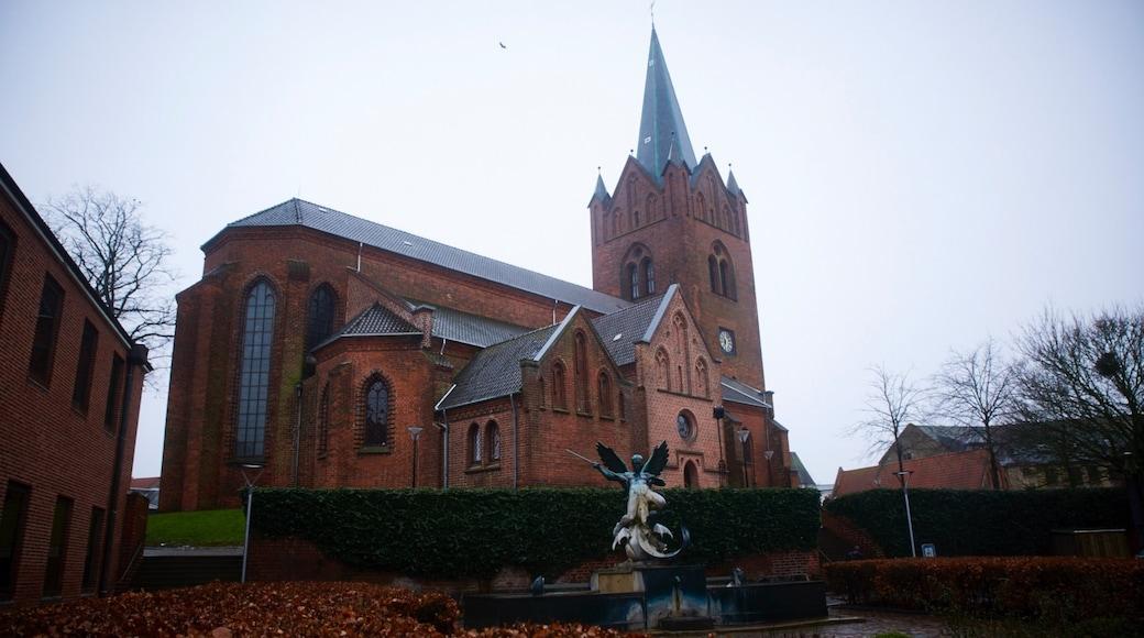 Slagelse som omfatter en statue eller en skulptur og en kirke eller en katedral