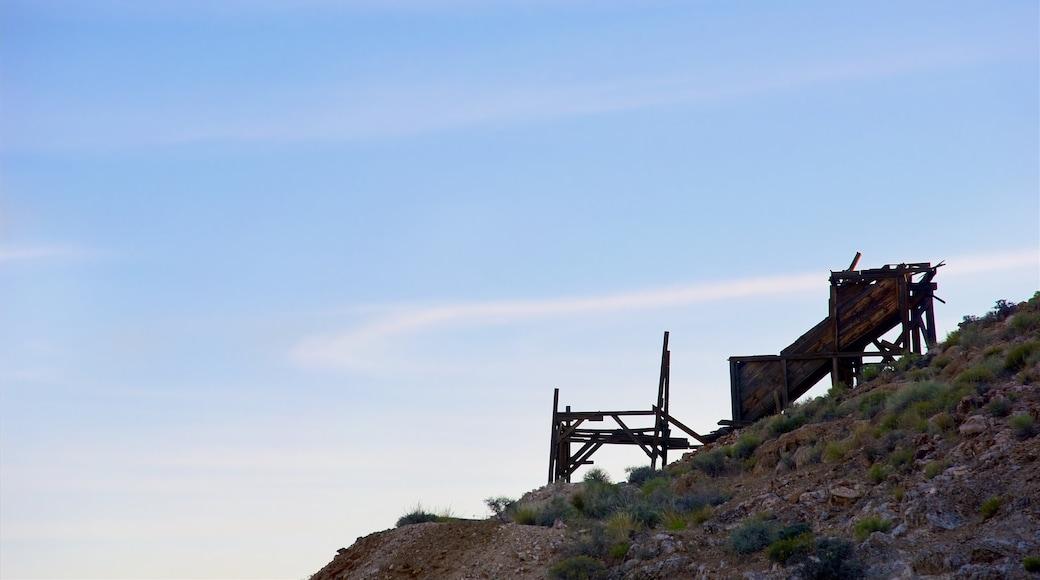 Vale da Morte mostrando ruínas de edifício e cenas tranquilas