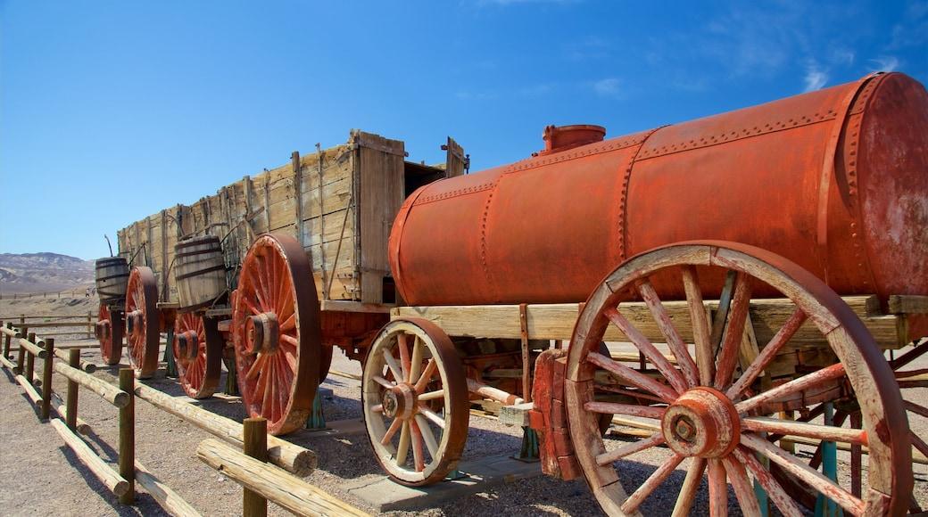Vale da Morte que inclui cenas tranquilas, itens de ferrovia e elementos de patrimônio