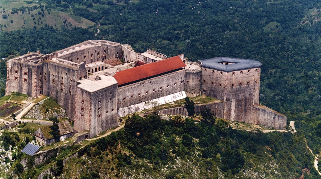 Haiti which includes chateau or palace