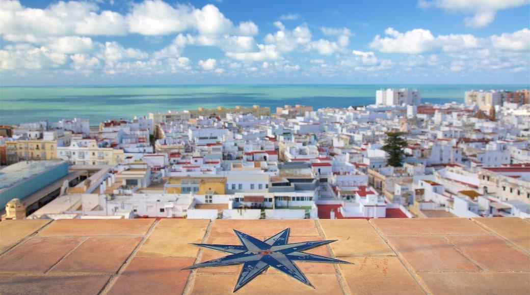 Torre Tavira som viser en kystby, udsigt over kystområde og udsigt